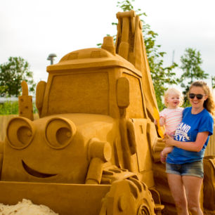 Professional Sand Sculptor Claire Jamieson Uk Bob The Builder Sand Sculpture