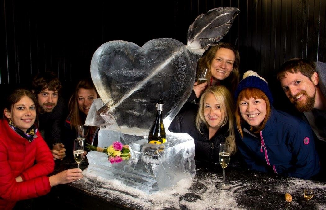 prosecco_drinks_luge_wedding_ice_sculpture.JPG#asset:1329