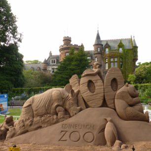 Amazing sand sculpture time lapse at Edinburgh Zoo